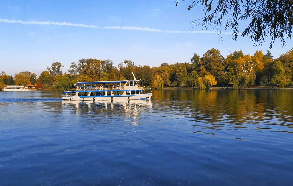 Herastrau Park lakeview