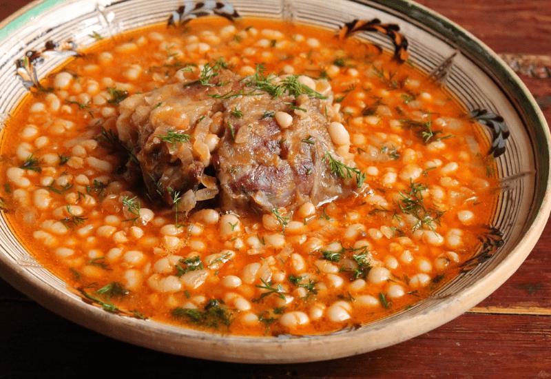 Traditional Romanian Dishes CIORBĂ DE FASOLE CU CIOLAN (Bean Soup With Smoked Ham Hock)
